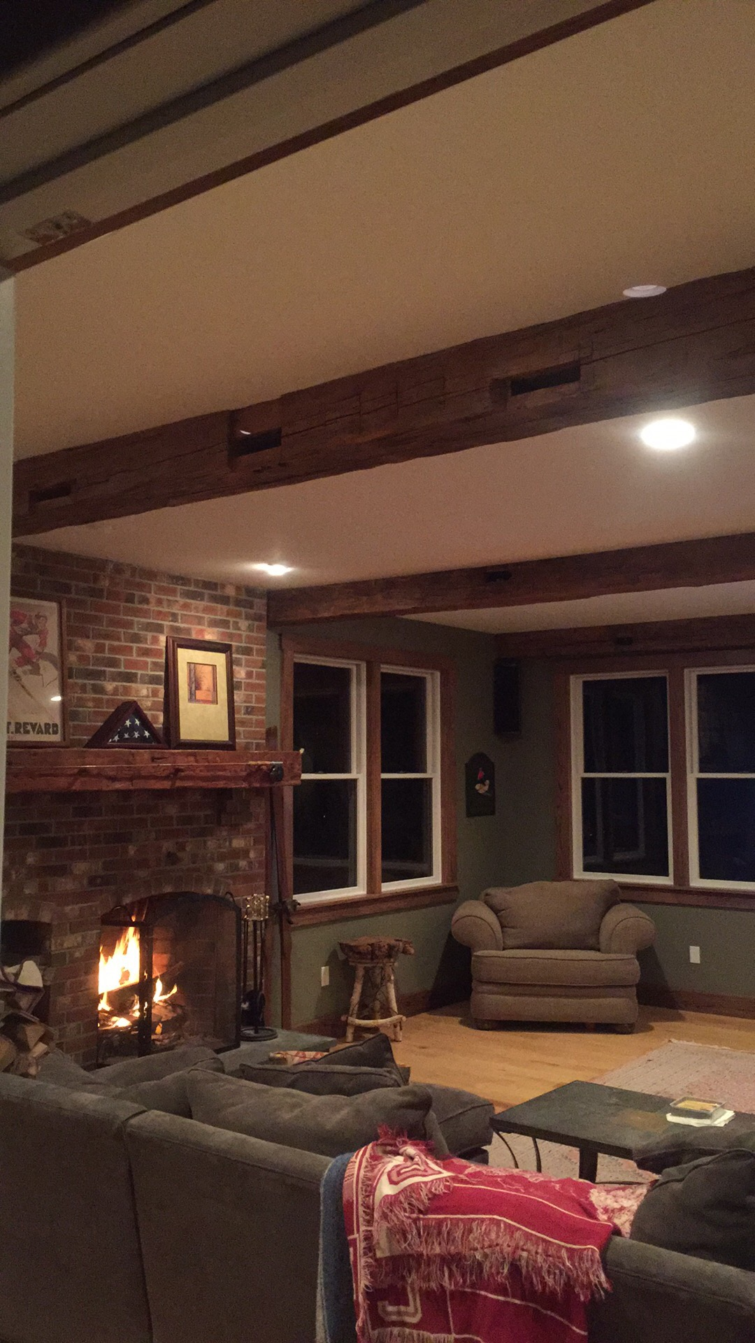 Barn Living Room Decorating Ideas: Barn Beam Living Room